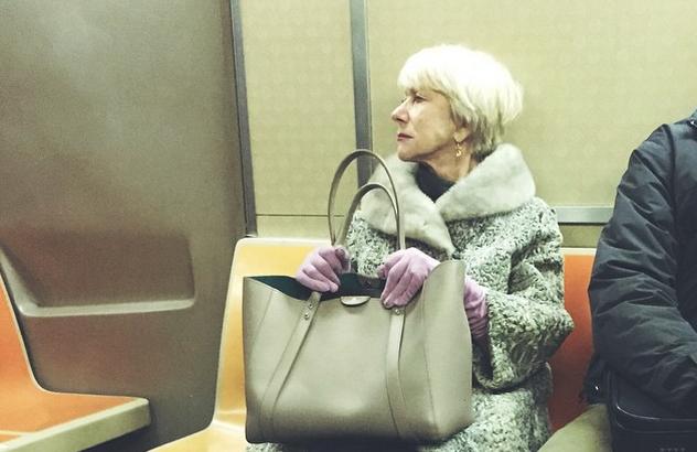 La Reine d'Angleterre dans le métro