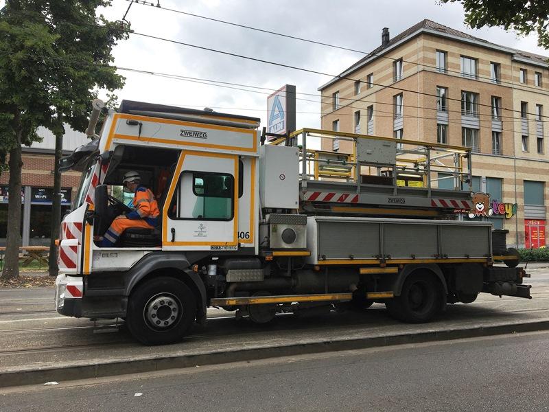 camion entretien lignes aériennes tram