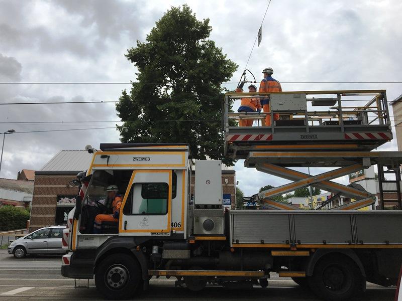 camion 406 stib lignes aériennes bovenleidingen