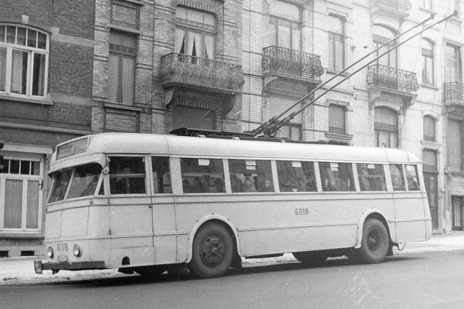Trolleybus en service - Ligne 54 sur l'Avenue Chazal