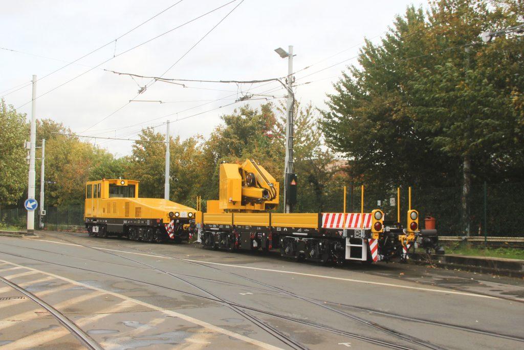 Un des wagons poussé par la locomotive